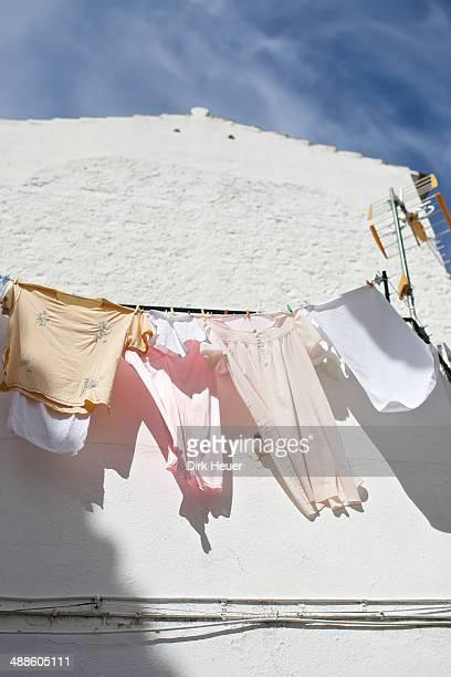 pale clothes on clothes line - indigo casares fotografías e imágenes de stock