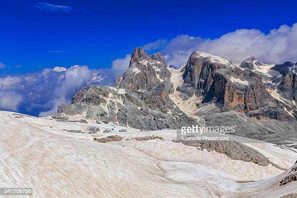 pale di san martino. dolomites. trekking palaronda soft trek. on the way to the pradidali pass - サン・マルティーノ・ディ・カストロッツァ ストックフォトと画像