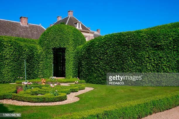 Paleis Het Loo. Apeldoorn. Holland. The Queen's garden. Vegetal gallery of Carpinus.