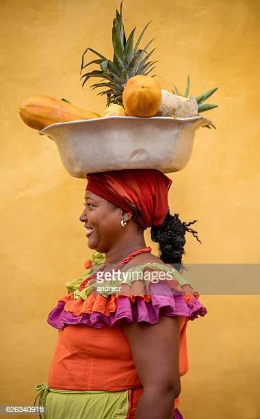 palenquera selling fruits in cartagena - cartagena colombia fotografías e imágenes de stock