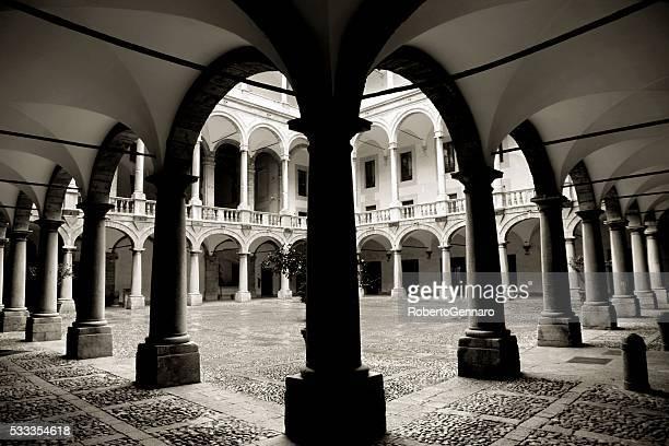palermo, sicilia ex palazzo reale palazzo dei normanni - palazzo reale foto e immagini stock