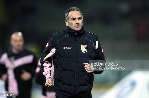 Palermo's coach Francesco Guidolin runs on the field during the match vs Fiorentina Serie A football match at Barbera Stadium 08 December 2007...