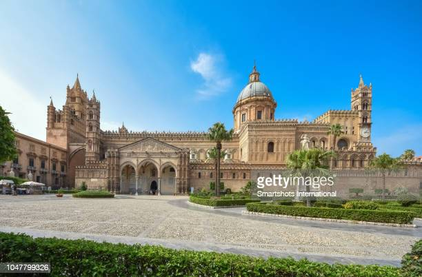 palermo's metropolitan cathedral of the assumption of virgin mary facade at sunset in sicily, italy - palermo foto e immagini stock