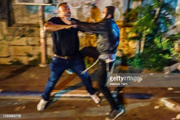 Palestinian and Jewish settler confront each other in a brawl as the neighborhood descends into a frenetic donnybrook, while Israeli police tries to...