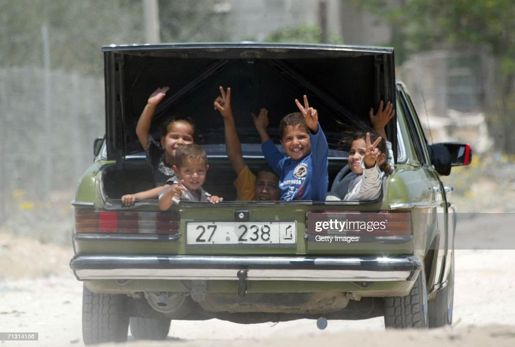 Israeli Military Enter Gaza To Search For Captured Soldier : ニュース写真