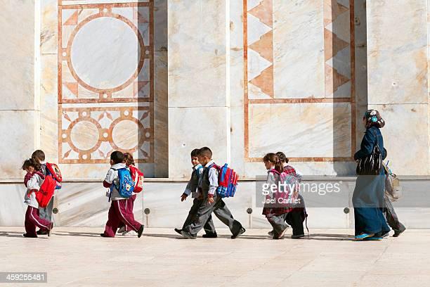 palestinian children at dome of the rock - palestijnse gebieden stockfoto's en -beelden