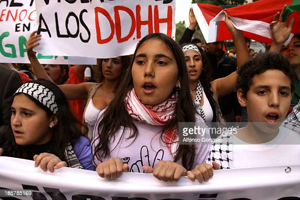 Palestinian children living in chile demonstrate in support to Palestinian people.