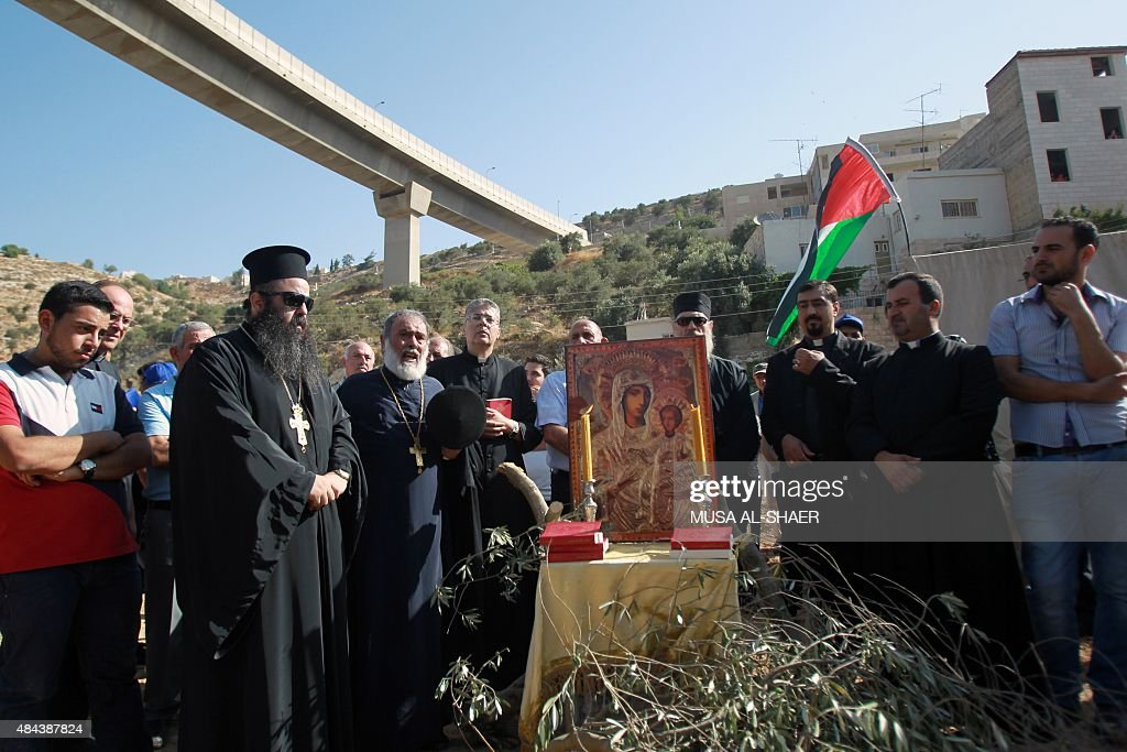 PALESTINIAN-ISRAEL-CONFLICT-CHRISTIANITY-BARRIER : News Photo