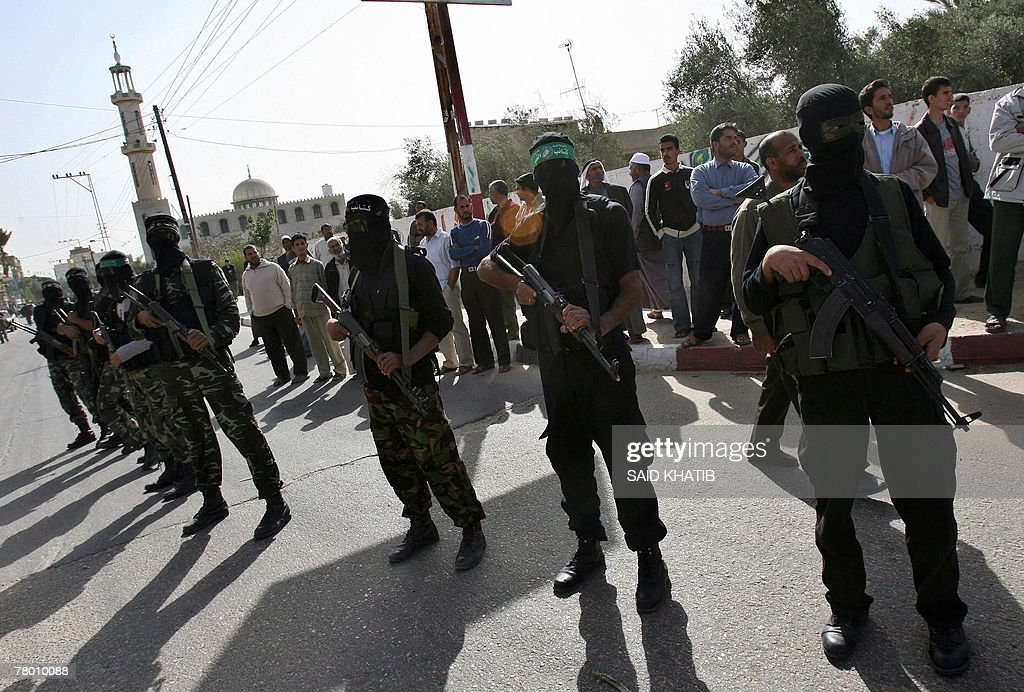 Palestinian fighters from Hamas' armed w : News Photo