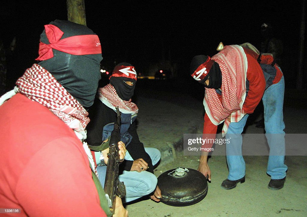 Palestinian Militants Display Bomb : News Photo