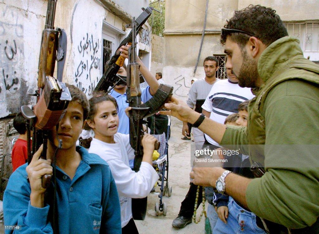 Palestinian Gunmen in Bethlehem : News Photo