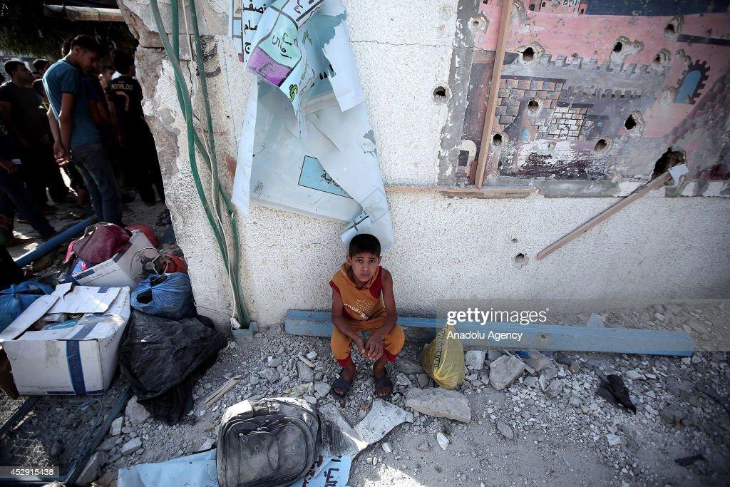 Death toll from Israels UNRWA school strike rises to 15 : Fotografía de noticias