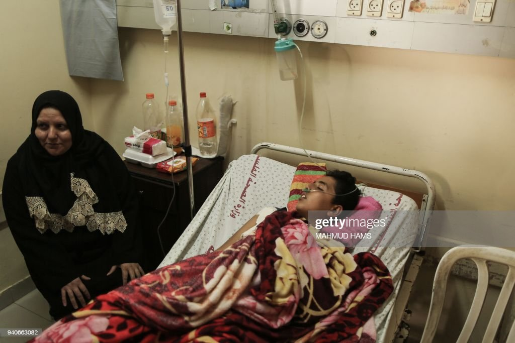 A Palestinian man wounded at the Israel-Gaza border lies on a bed to receive treatment at the Shifa Hospital in Gaza City on April 1, 2018. /