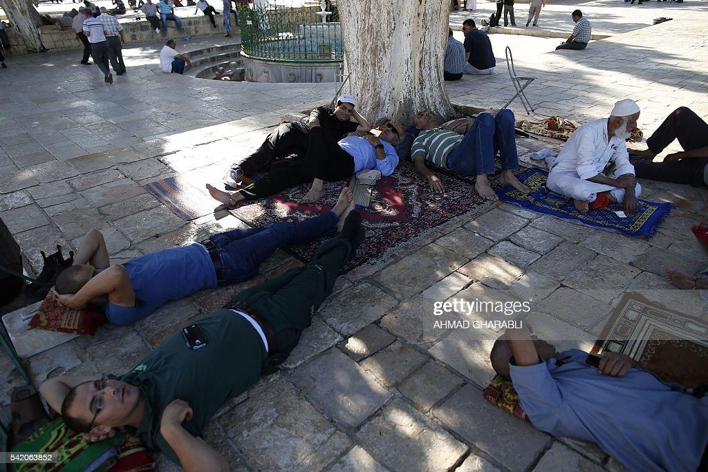 PALESTINAIN-ISRAEL-RELIGION-ISLAM-RAMADAN : News Photo