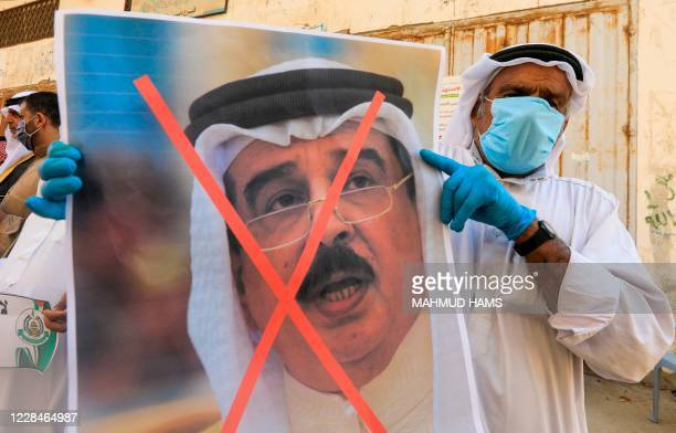 A Palestinian mnn carries the exed out portrait of the Bahraini King during a protest in Deir alBalah in central Gaza Strip on September 12 to...