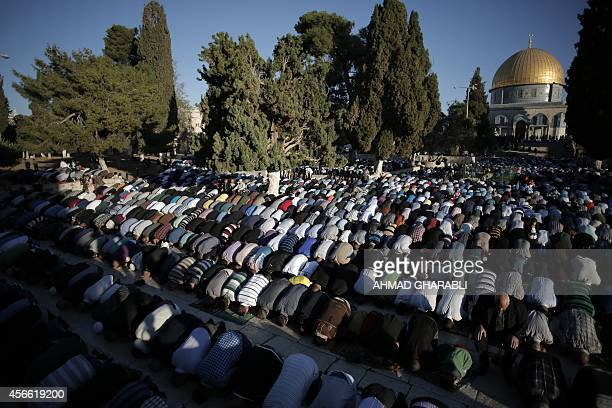 Palestinian Muslim worshipers pray on October 4 2014 at the alAqsa Mosque compound in Jerusalems old city on the first day of Eid alAdha or the Feast...