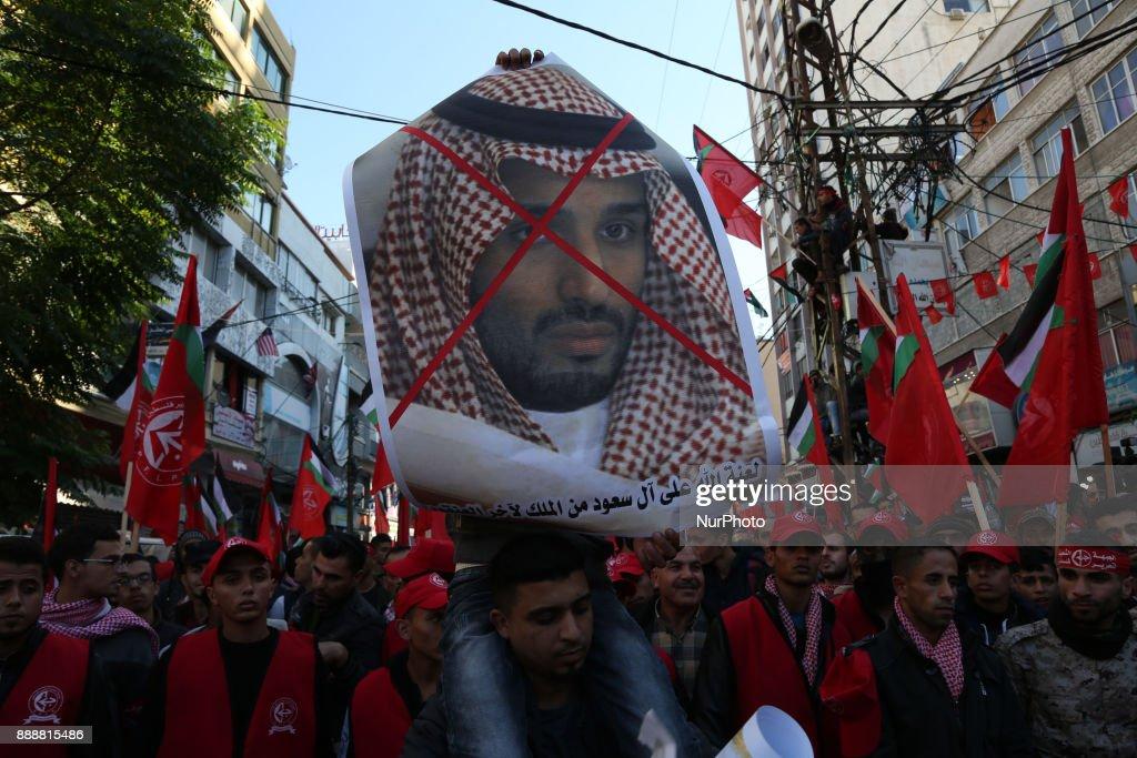 Burn photos of Saudi King : News Photo