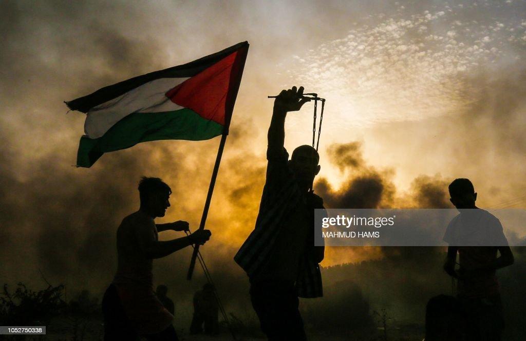 TOPSHOT-PALESTINIAN-ISRAEL-GAZA-UNREST : News Photo