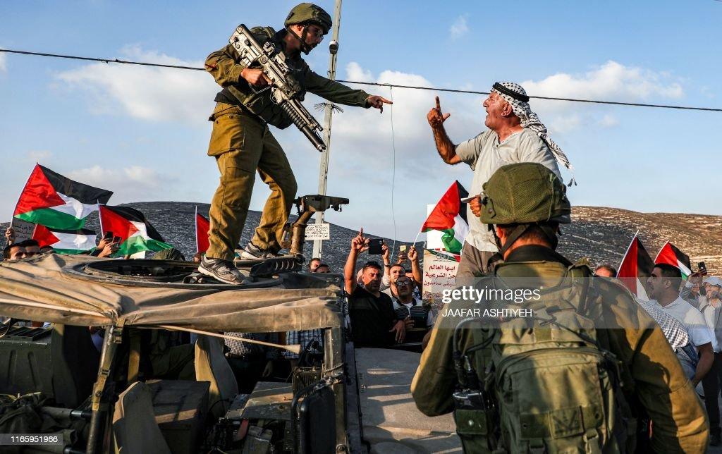 TOPSHOT-PALESTINIAN-ISRAEL-CONFLICT-UNREST : Nieuwsfoto's