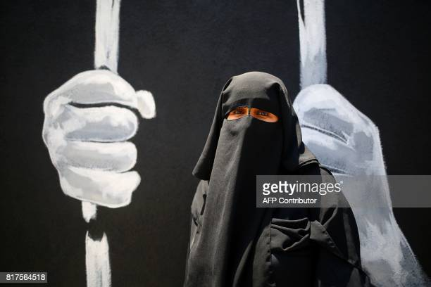 Palestinian woman attends a demonstration against the siege of Gaza and in solidarity with AlAqsa Mosque in Gaza City on July 18 2017 / AFP PHOTO /...