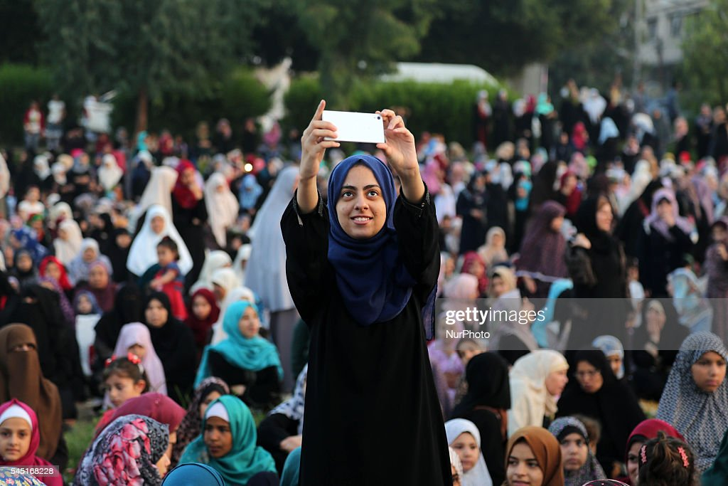 Good Gaza Eid Al-Fitr 2018 - palestinian-woman-takes-a-selfie-during-the-morning-prayers-for-eid-picture-id545168228  Graphic_479190 .com/photos/palestinian-woman-takes-a-selfie-during-the-morning-prayers-for-eid-picture-id545168228