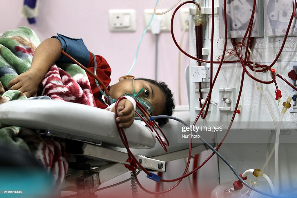 Palestinian children patients undergo to kidney dialysis in Gaza : News Photo
