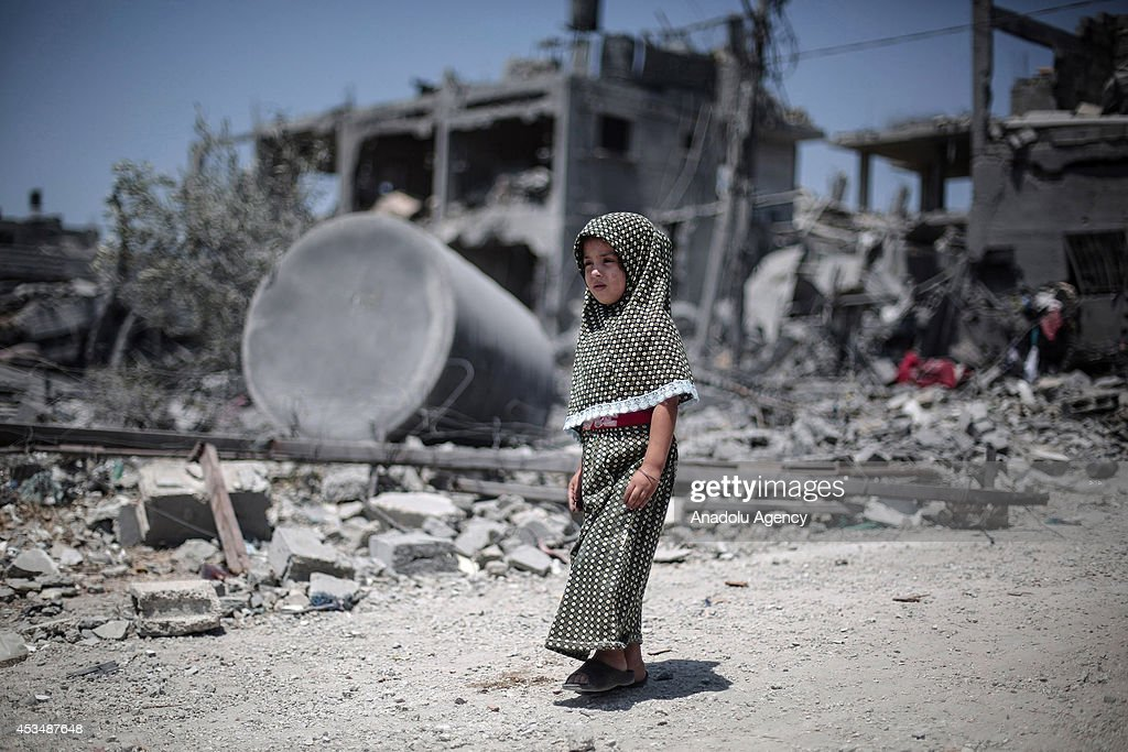 Palestinians collect their usable belongings at the debris of houses following a 72-hour humanitarian ceasefire in Beit Hanoun, Gaza on August 11, 2014.