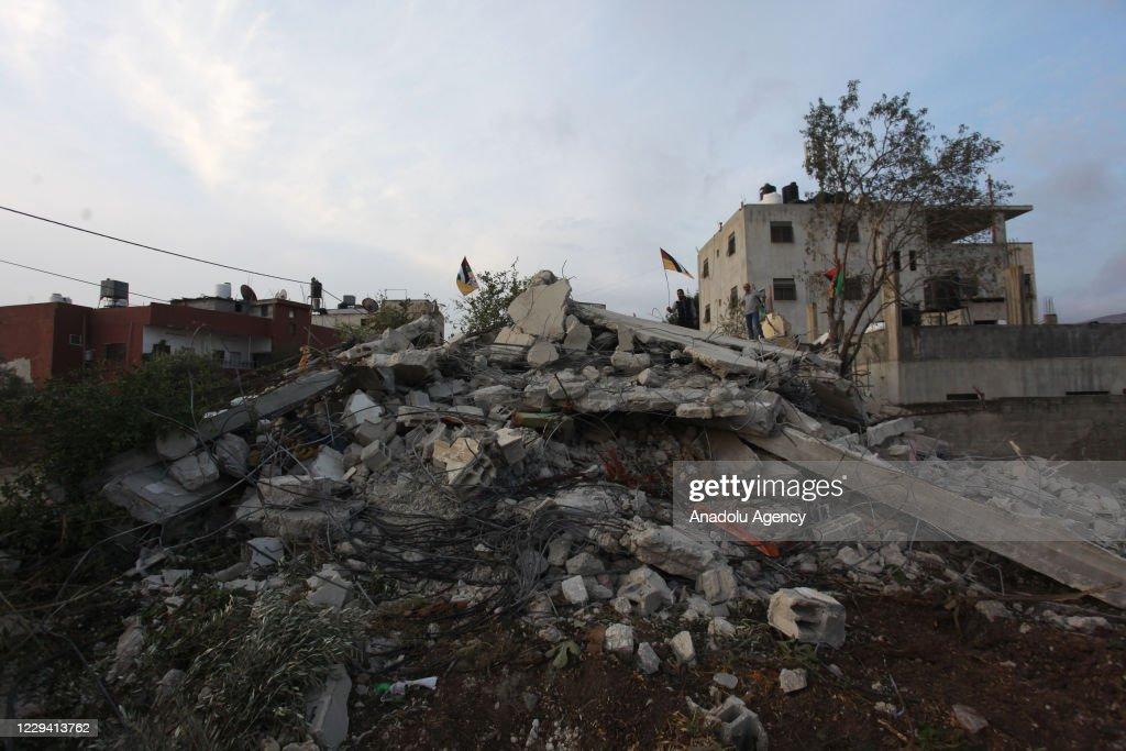 Israeli forces demolish house of Palestinian prisoner : Photo d'actualité