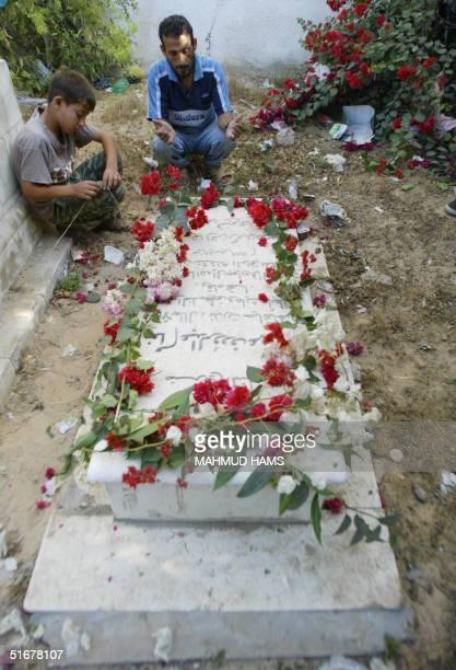 Palestinians pray at the tomb of ailing Palestinian leader Yasser Arafat's sister Aisha in Khan Yunes in the southern Gaza Strip 05 November 2004...