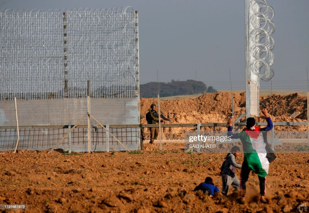 PALESTINIAN-ISRAEL-CONFLICT-UNREST-BORDER-DEMO : News Photo
