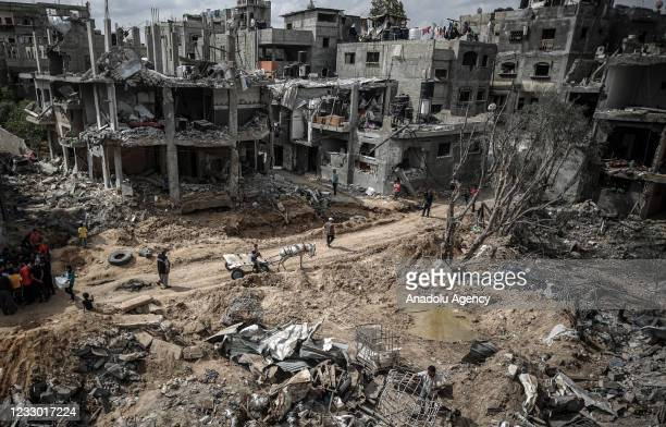 """Palestinians return to their destroyed houses after """"mutual and simultaneous"""" cease-fire deal between Israel and Hamas reached with Egypt mediation..."""
