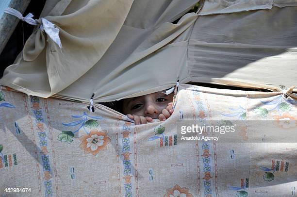 Palestinians take shelter around the AlShifa Hospital to avoid from possible Israeli attacks in Gaza City on July 31 2014 At least 76 Palestinians...