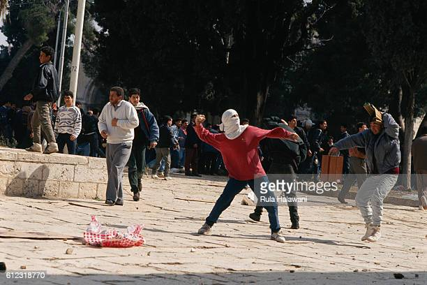 Palestinians throw rocks at Israeli soldiers on Temple Mount in Jerusalem