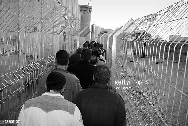 linha de ponto de verificação - territórios da palestina - fotografias e filmes do acervo