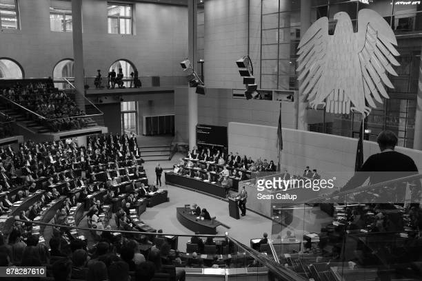Paliamentarians attend the first Bundestag session since the collapse of government coalition talks on November 21 2017 in Berlin Germany Preliminary...