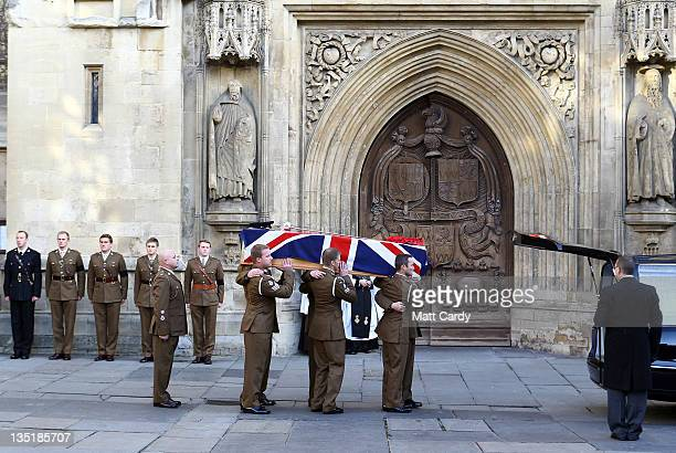 Pall bearers carry the coffin of Lieutenant David Boyce into Bath Abbey for a funeral service on December 7 2011 in Bath England Lt Boyce from 1st...