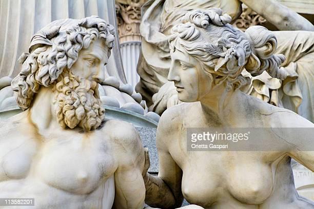 pallade-athene-brunnen, vienna - mitologia greca foto e immagini stock