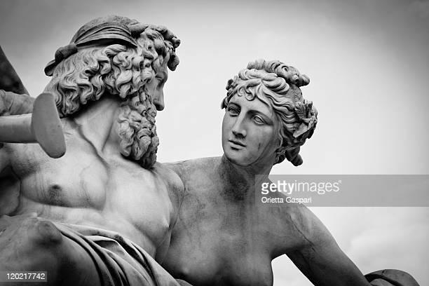fontana di pallade-athene, vienna-b & w - mitologia greca foto e immagini stock