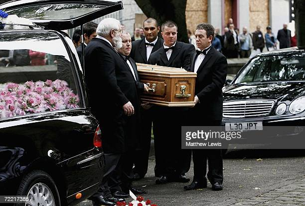Pallbearers carry Paul Hunter's coffin into Leeds Parish Church on October 19 2006 in Leeds England The threetime Masters champion lost his battle to...