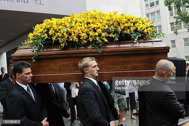 Pallbearers carry the casket at the funeral service for Marvin Hamlisch at Temple EmanuEl on August 14 2012 in New York City Hamlisch died in Los...