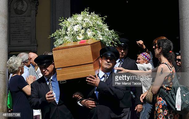Pallbearers carry the coffin of Elio Fiorucci out of the church of San Carlo during his funeral on July 22 2015 in Milan Italy Stylist Elio Fiorucci...