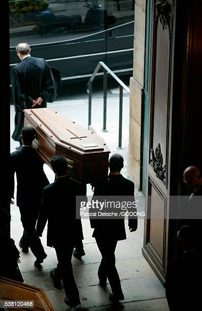 pallbearers carrying coffin at protestant funeral - pallbearer stock pictures, royalty-free photos & images