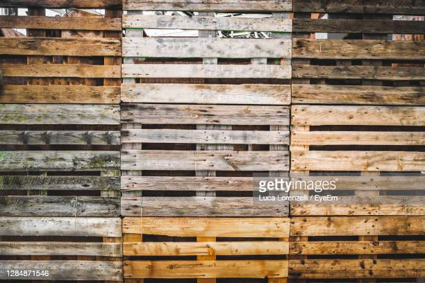 pallets texture grunge copy space wooden background warehouse wallpaper . - pallet industrial equipment stock pictures, royalty-free photos & images