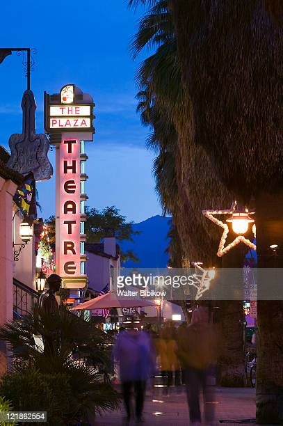 ca, palm springs, plaza theatre at night - palm springs stock-fotos und bilder