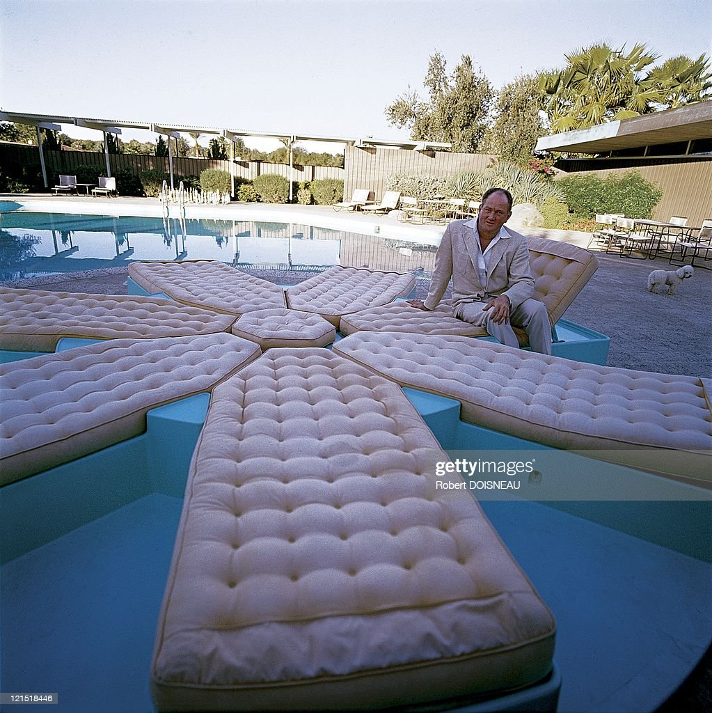 Palm Springs United States On January 1960 Man And His Mattress By