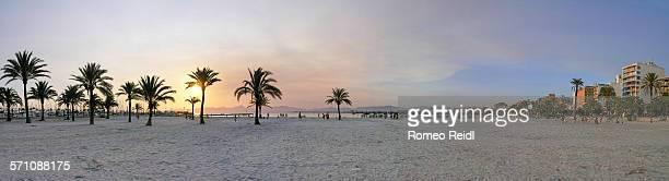 palma de mallorca beach panorama at sunset - palma maiorca - fotografias e filmes do acervo