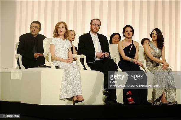Palme d'Or Closing Ceremony At The 62nd Cannes Film Festival France On May 24 2009 Picture shows Nuri Bilge Ceylan Isabelle Huppert Robin Wright Penn...