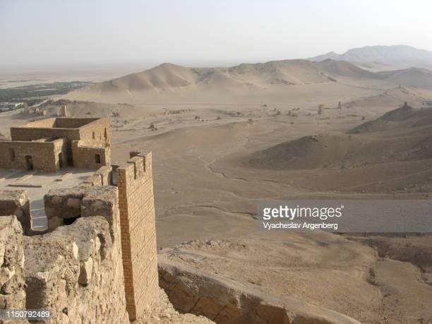 palmyra castle, tadmur (fakhr-al-din al-ma'ani) castle - argenberg imagens e fotografias de stock