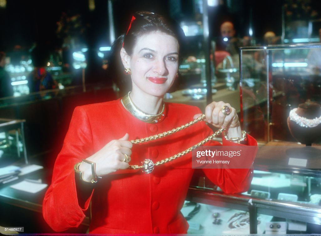 Paloma Picasso introduces her jewelry collection December 1, 1980 at Tiffany & Co in New York City.