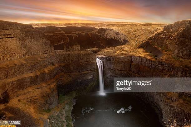 paluose falls sunrise - terryfic3d stockfoto's en -beelden